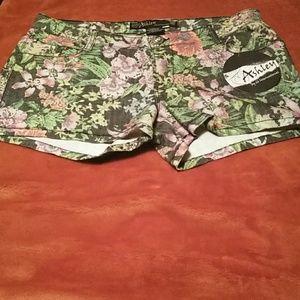 Tropical floral ashley shorts